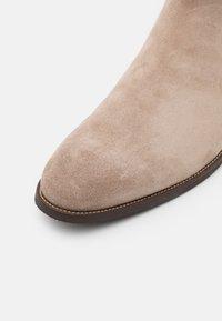 ALDO - BRUCHSAL FLEX - Korte laarzen - dark beige - 5