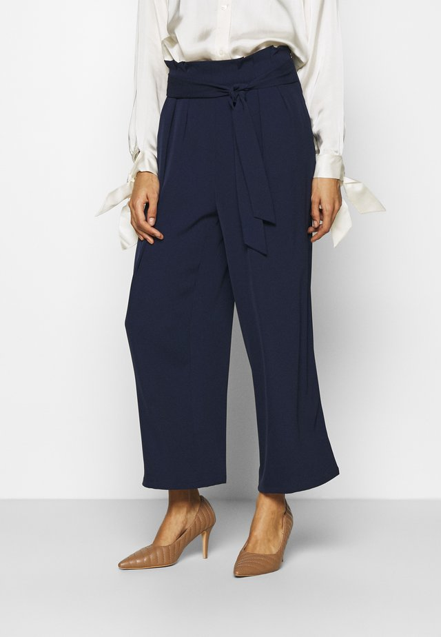 Wide cropped leg trousers with belt - Pantaloni - dark blue