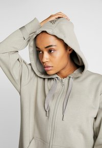 adidas by Stella McCartney - OVERSIZED HOOD - Hettejakke - grey - 2