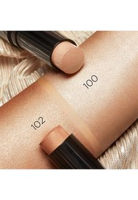 KIKO Milano - RADIANT TOUCH CREAMY STICK HIGHLIGHTER - Highlighter - 102 golden biscuit - 1