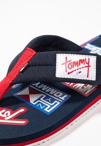 Tommy Jeans - LOGO BEACH - Sandalias de dedo - blue - 5