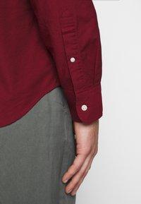 J.CREW - STRETCH OXFORD - Košile - dark cranberry - 5