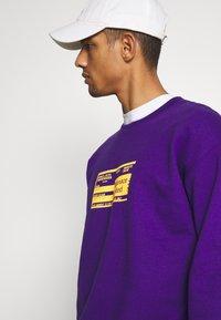 Mennace - UNISEX PRIDE TICKET SWEATSHIRT - Sweatshirt - purple - 3