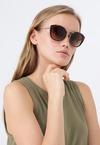 Burberry - Sunglasses - havana - 1