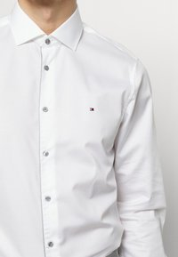 Tommy Hilfiger Tailored - PIPING CLASSIC SLIM  - Formal shirt - white - 4