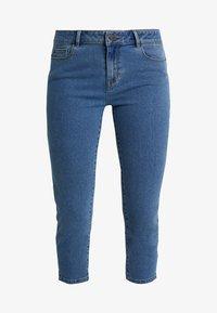 Vero Moda Tall - VMHOT SEVEN SLIT KNICKER MIX  - Denim shorts - medium blue denim - 3