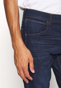 Wrangler - GREENSBORO - Jeans straight leg - dark fever - 3