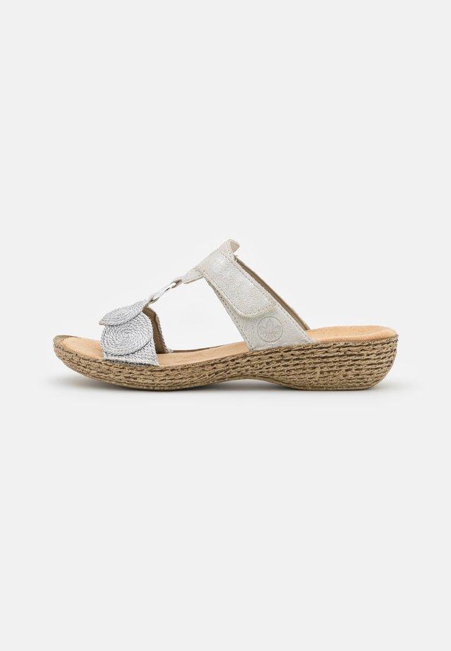 Pantofle - grau