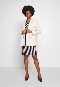 comma - DRESS - Pletené šaty - black - 1