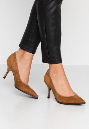 CAMILLE - Classic heels - cognac