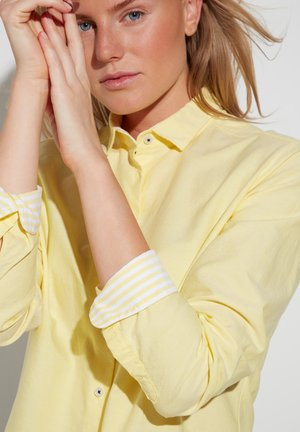 MODERN CLASSIC - Button-down blouse - zartgelb