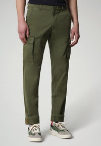 Napapijri - MOTO - Cargo trousers - green cypress - 0