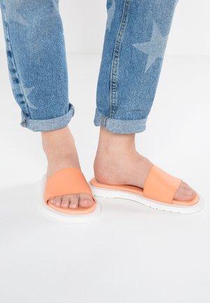 CIERRA II - Slip-ins - peach