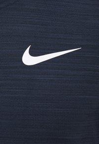 Nike Performance - DRY SUPERSET - T-shirt basique - obsidian/white - 2