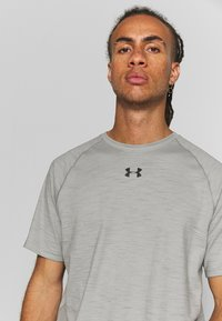 Under Armour - CHARGED - T-shirts basic - gravity green/black - 4