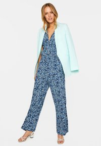 WE Fashion - MIT STRUKTURMUSTER - Short coat - light blue - 3