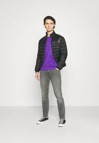 New Balance - ESSENTIALS EMBROIDERED TEE - T-shirt - bas - prism purple - 1
