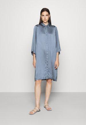 DAPHNE - Sukienka koszulowa - flint stone