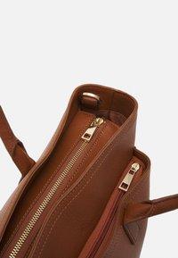 Zign - Laptop bag - cognac - 3