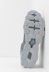 Nike Performance - REAX 8  - Chaussures d'entraînement et de fitness - cool grey/black/wolf grey - 4