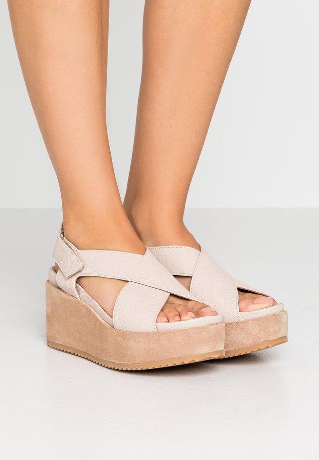 DUO - Sandały na obcasie - beige