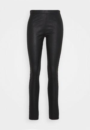 STUDS - Pantaloni di pelle - black/gold