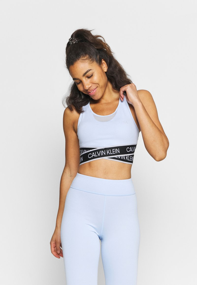 Calvin Klein Performance - MEDIUM SUPPORT BRA - Sportovní podprsenky se střední oporou - sweet blue