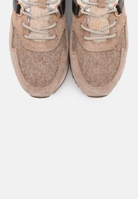 GANT - BEVINDA RUNNING - Trainers - mud brown - 4