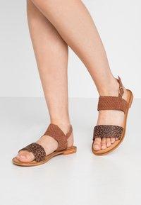 Vero Moda Wide Fit - VMPINOTA WIDE FIT  - Sandales - brown - 0
