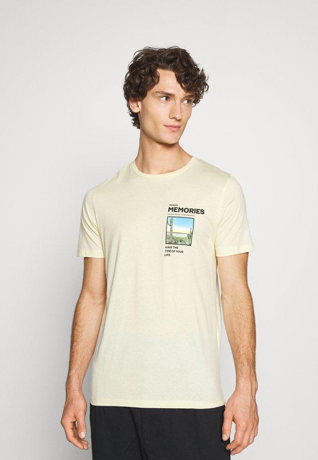 JORPHOTO FASTER TEE CREW NECK - T-Shirt print - flan