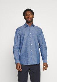 Selected Homme - SLHREGNEW SHIRT - Skjorta - medium blue denim - 0