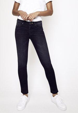 GRACIA - Slim fit jeans - schwarz