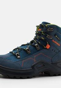 Lowa - KODY III GTX MID JUNIOR UNISEX - Hiking shoes - blau - 5