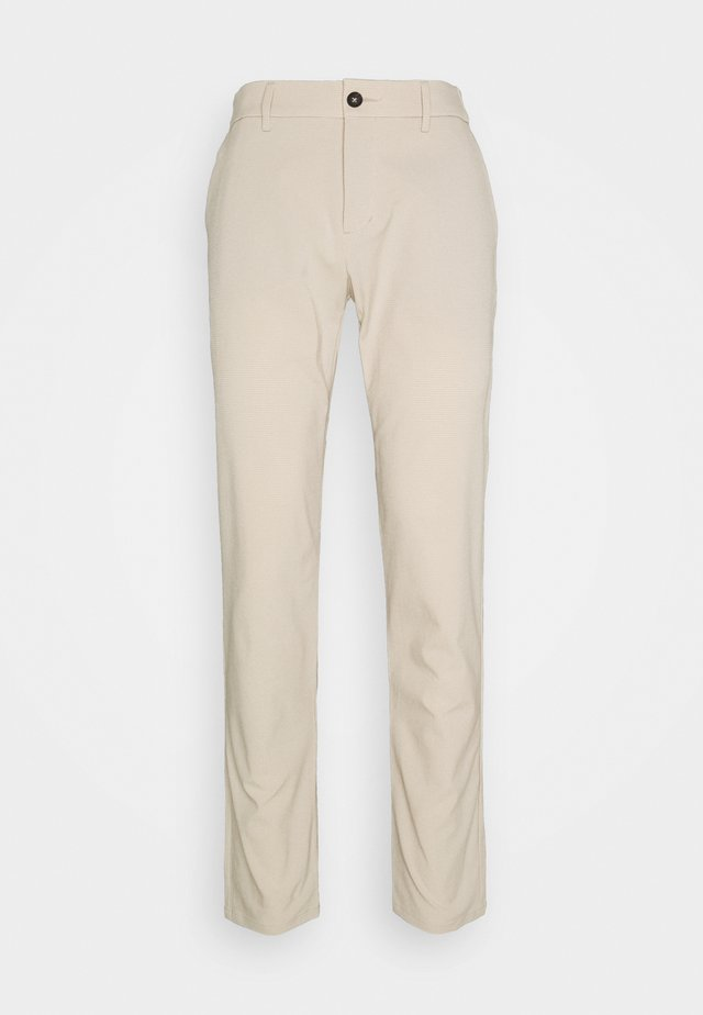 MEN TRADE WIND STRUCTURE PANTS - Pantaloni - oxford tan