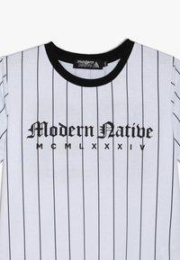 Modern Native - TEE WITH SCREEN PRINT - T-shirts print - white - 3