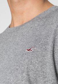 Hollister Co. - CREW 3 PACK - T-shirts basic - navy/burgundy/grey - 6