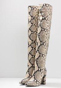 Call it Spring - SLOUCH - Boots med høye hæler - black/white - 4