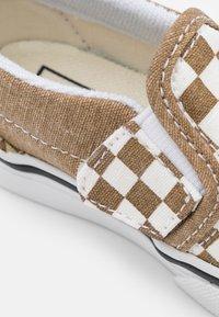 Vans - Trainers - bronze age/true white - 5