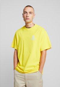 Element - CHROME - Printtipaita - bright yellow - 2
