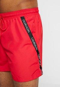 Calvin Klein Swimwear - MEDIUM DRAWSTRING - Badeshorts - lipstick red - 3