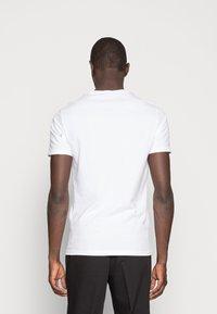 Pier One - 3 PACK  - T-shirt basic - white/black/light grey - 2