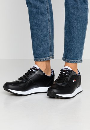 WMNS CASUAL TOMMY JEANS SNEAKER - Trainers - black
