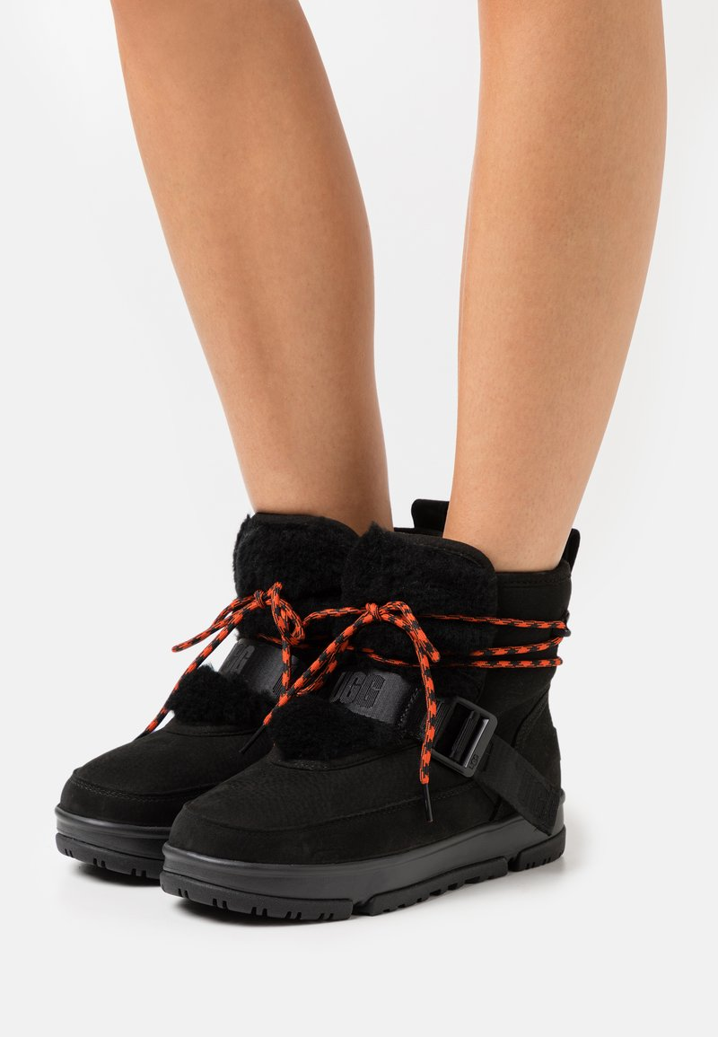 UGG - CLASSIC WEATHER HIKER - Winter boots - black
