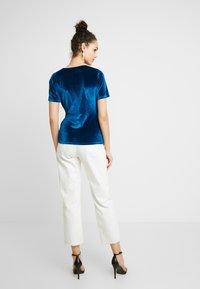 Fashion Union - T-shirts med print - blue - 2
