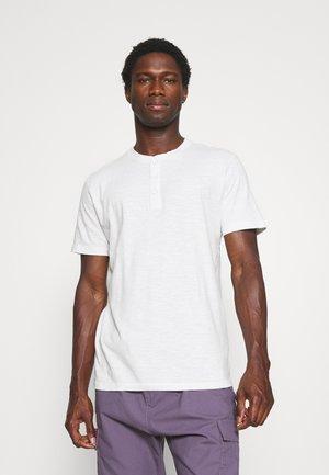SLHDUKE SPLIT NECK TEE - Basic T-shirt - egret
