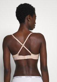 Calvin Klein Underwear - ONE MICRO PLUNGE - Multiway / Strapless bra - honey almond - 3
