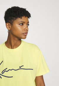 Karl Kani - SIGNATURE TEE - T-shirt con stampa - lime - 3