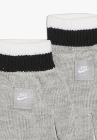 Nike Sportswear - STRIPE BEANIE GLOVE SET - Handsker - grey heather - 2