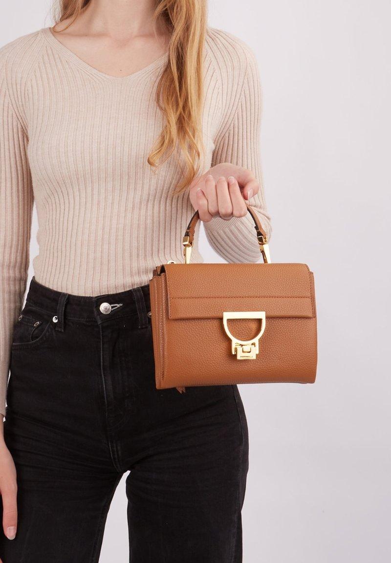 Coccinelle - Handbag - braun
