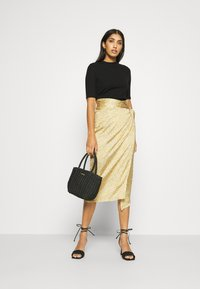Never Fully Dressed - JASPRE DITSY PRINT SKIRT - Jupe portefeuille - gold - 1